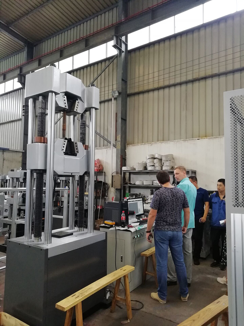 俄罗斯客户到厂验收机器,获得客户一致好评